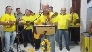 Homem vira atração principal dançando em igreja