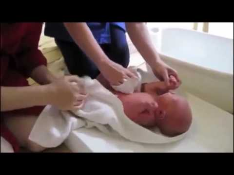 bathing a newborn | How to bath your baby