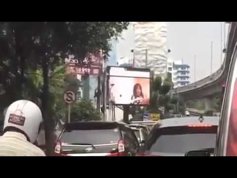 Layar LED depan kantor wali kota jaksel kecolongan siarkan video xxx orang