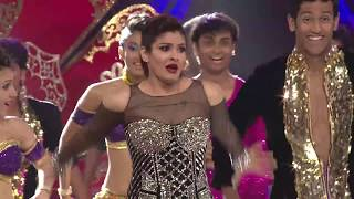 Govinda - Raveena Come Together To Perform On Stage For ZCA 2017 - Exclusive!
