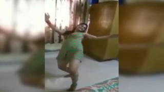 رقص منزلي بنت فرسة على الطريقة الهندية