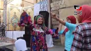 رقص بلدي على نغمات بشرة خير في شارع المعز