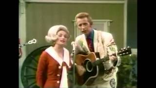 Porter Wagoner & Dolly Parton - Holding On To Nothin' (1968)