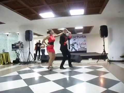 Ataca y La Alemana Show Bachata en Fukuoka en el 1er Bachata & Salsa Tour Venezuela 2011