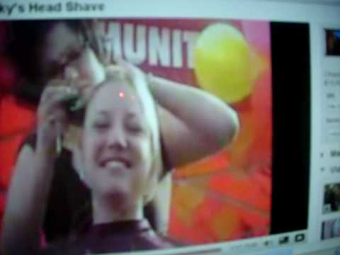 raspando cabeça da mulher