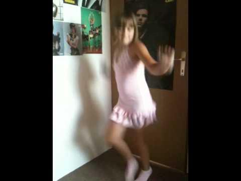 Julia Shakira Waka Waka