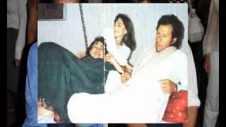 Imran Khan Mausam ki tarah tum bhi badal tu na jaogay? (this is Aamir thinking)