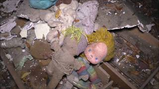 Abandoned house chock full of old stuff ! #79