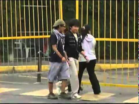 Los Destrampados huyen de la policia
