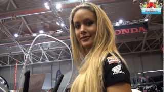 Honda SH 125i Abs : Scooter Motodays 2013 - Italian Hot Blonde Girl Video