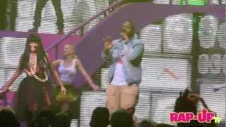 Nicki Minaj and Sean Kingston Perform 'Letting Go' at L.A. Show