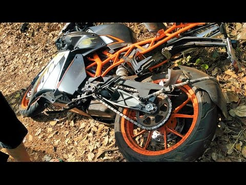 Found this KTM RC 200 crashed on the side of the road!   KTM Duke 200