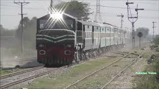 Pakistan Fast Train || Caterpillar Locomotive Lead Tezgam Express || Speedy Crossing || Near Lahore