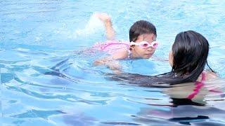 belajar berenang di kolam renang bersama mamah - Learn Swimming for Kids
