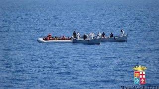عشرات الجثث في أحد قوارب الموت في المتوسط قرب صقلية