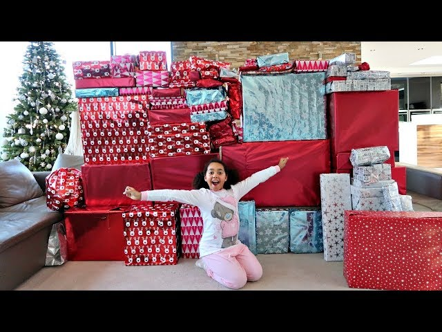 Christmas Morning 2017 Tiana And Family Opening Presents - Toys AndMe Special