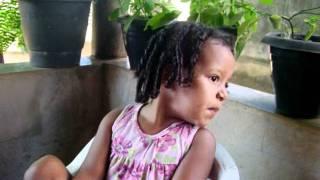 Amar não é pecado - Criança de 2 anos cantando música de Luan Santana.