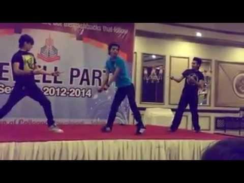 Punjab college boys break dance