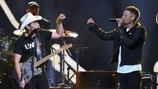 "Kane Brown Joins Brad Paisley for ""Heaven South"" at 2017 CMAs"