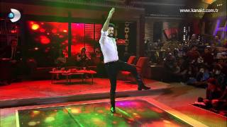 Burak Özçivit Beyaz Show'da zeybek oynadı!