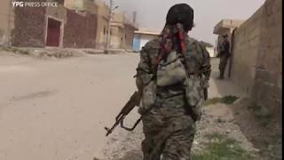 Kurdish women battling Daesh inside Tabqah, southwest Raqqa