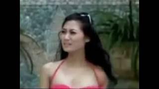 Artis Indonesia di kolam renang mantab