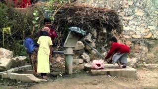 Con la menstruación y sin retretes, las niñas en la India abandonan la escuela