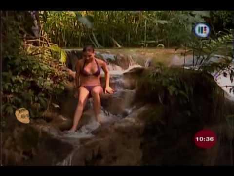 Las reporteras en Bikini Tabata Jalil Las cascadas de Llano Grande