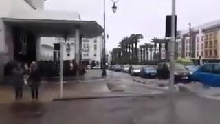 فيضانات بشوارع الرباط....الترامواي يسبح هههه