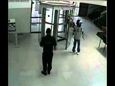 Vigilante enfrenta ladrão em assalto ao banco Bradesco em Feira de Santana
