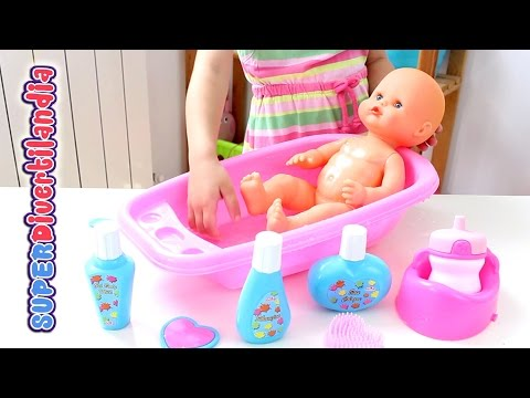 Bañamos a nuestro Nenuco Little Baby Doll Bathtime Set. Bebé de juguete.