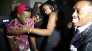 Shetta  akifanya show pamoja na kumtambulisha meneja wake, Michael Mlingwa