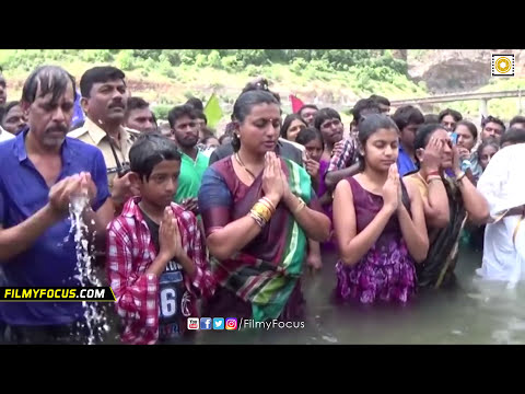 Download Actress Roja Family Unseen Video - Holy Dip At Krishna Pushkaralu - Filmyfocus.com