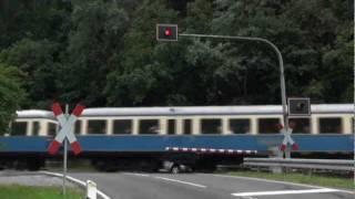 BÜ Gumpenried mit Esslinger Triebwagen