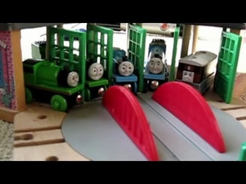 Thomas the Tank Engine wants to pull the Christmas tree