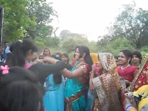 Desi Indian girl DJ dance sultanpur(wedding Dance)