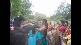 Desi Indian girl DJ dance sultanpur(wedding Dance)