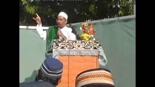 HABIB AHMAD ALKAFF: Alqomah yg membuat banyak jemaah sholat Ied menangis.