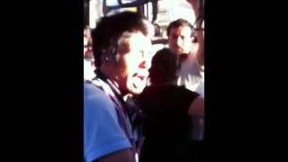 Hombre cantando en el camion Dragon Ball Z (El Poder Nuestro Es)
