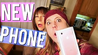 NEW IPHONE UNBOXING WITH PAULA | Vlogmas 24, 2016