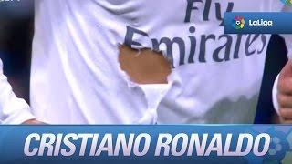 Agarrón de Mario Gaspar que le rompe la camiseta a Cristiano Ronaldo