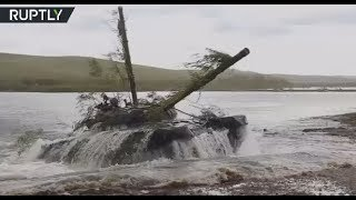 Vostok 2018 drills: Tanks breach river during war games in Siberia