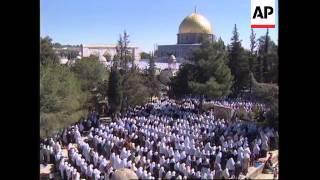 ISRAEL: RAMADAN: 200,000 MUSLIMS ATTEND PRAYERS AT AL-AQSA MOSQUE