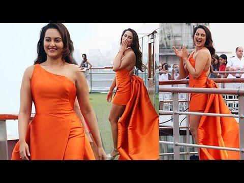 Sonakshi Sinha Hot Ramp Walk | Lakme Fashion Week 2017 Opening Cermony