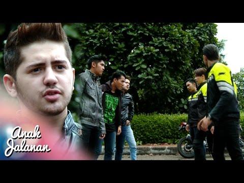 Alex Membantu Ajis Sedang Di Keroyok [Anak Jalanan] [5 Oktober 2016]
