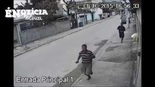 Homens assassinando PM no Parque Alian em São João de Meriti