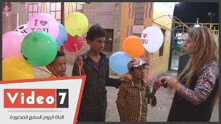 """الأطفال النازحون إلى """"عدن"""" يهزمون الحرب بـالابتسامة"""