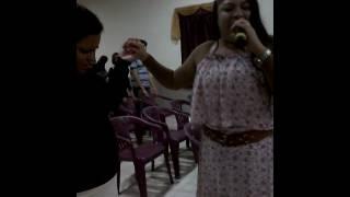 Missionaria Daniele dando luga pra Deus
