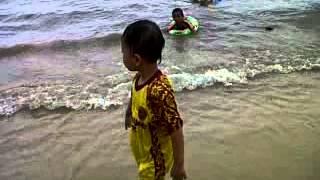 Adek Ku Mandi Di Pantai