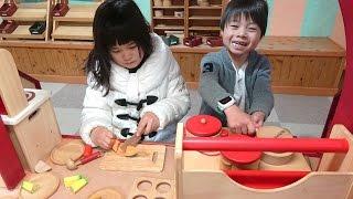 おもちゃ王国 木のおままごと 木のおもちゃ館でお店屋さんごっこ こうくんねみちゃん